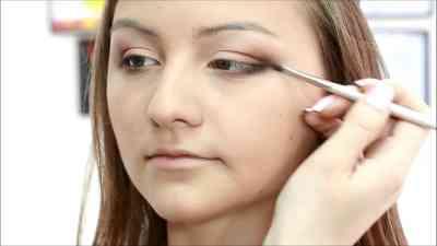 Макияж для нависшего века и увеличения серых глаз